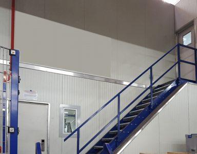 zweigeschossiges Hallenbuero